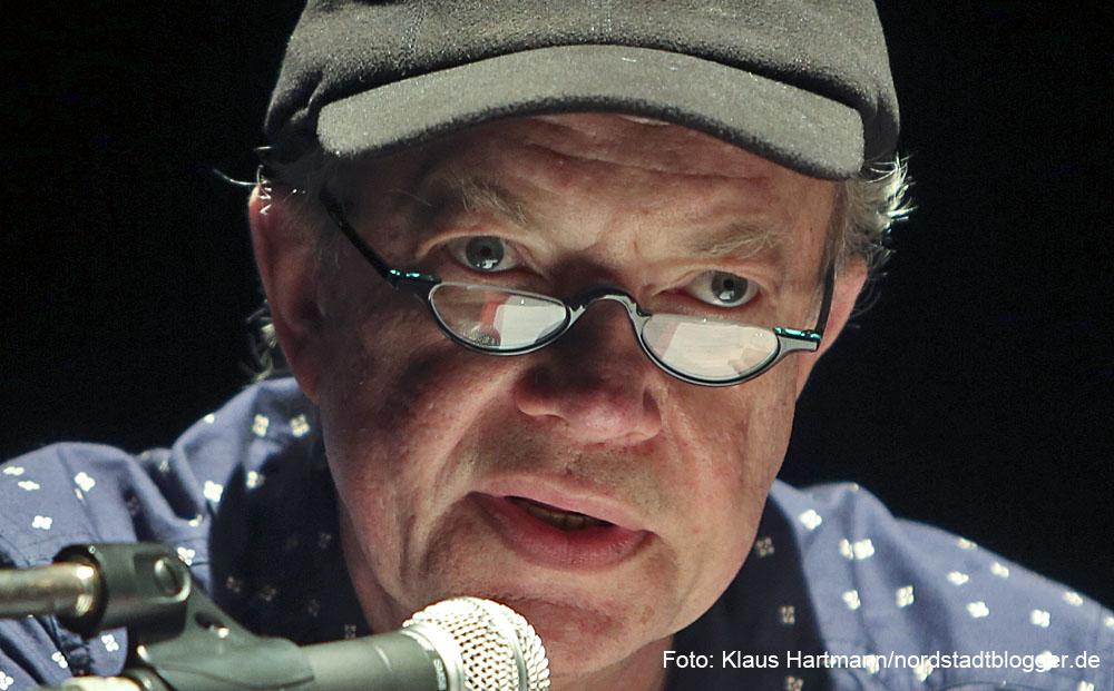 Rosinenblues im Theater im Depot. Rosinenblues von Rolf Dennemann: Archaische musikalische Erzählungen und alltägliche Heimatgeschichten