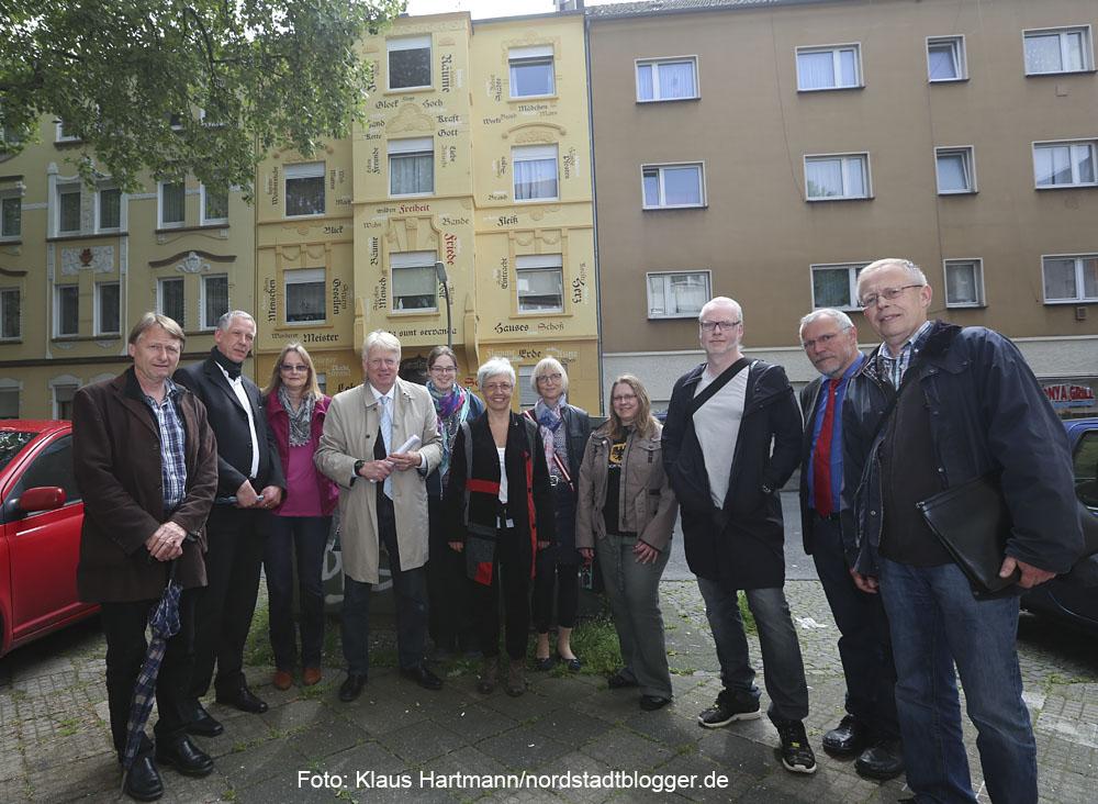 Bilderflut: Sieben Gebäude mit neuer Fassadengestaltung. Hauseigentümer, Oberbürgermeister Ullrich Sierau, Tülin Kabis-Staubach, Planerladen