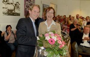 Blumen und Glückwünsche für Dr. Annette Littmann gab es von CDU-Chef Steffen Kanitz