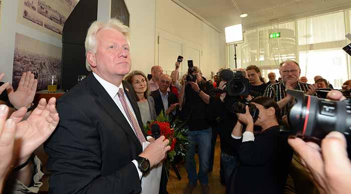 Amtsinhaber Ullrich Sierau (SPD) hat die Stichwahl knapp für sich entschieden.