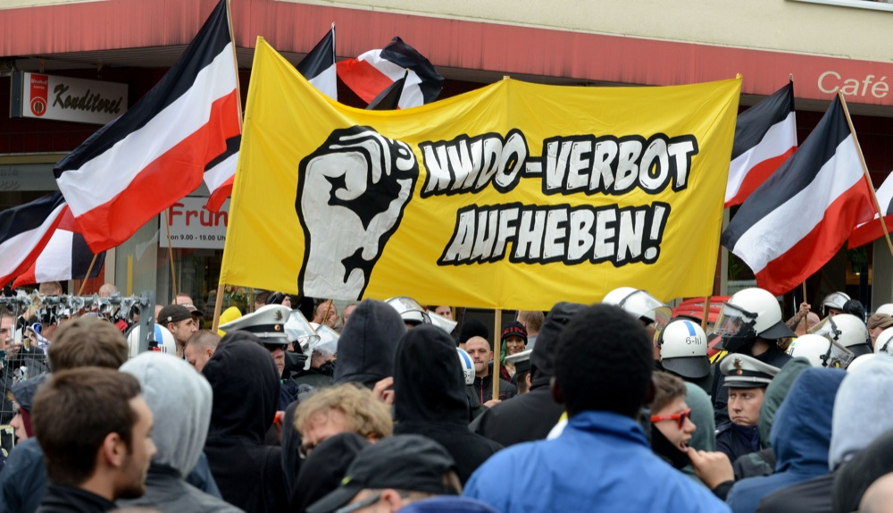 """Neonazis - Mitglieder und Unterstützer der Partei """"Die Rechte"""" - demonstrierten in Dortmund."""
