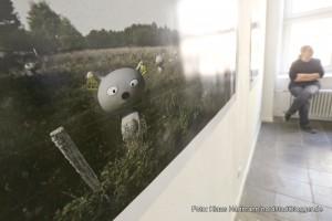 Ausstellung: Utopisten & Weltenbauer, Künstlerhaus am Sunderweg. die niedlichen, kleine graue Comicfiguren von Felix Reidenbach