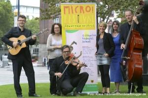 Micro! Festival 2014. Gruppe Kapelsky mit Claudia Kokoschka, Katrin Gellermann und Sylke Heberholt, v. l., präsentieren das Programm. Foto: Klaus Hartmann