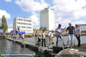 Hafenspaziergang 2014. Die Ponton Brücke des THW war ein Anziehungspunkt