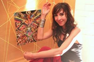 Künstlerin Alexandra Weber vor einem ihrer ausgestellten Werke.