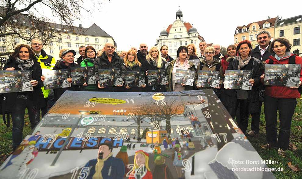 """24 Tage bis Weihnachten sind es noch nicht, aber alle Beteiligten freuen sich schon auf den aktuellen """"Adventskalender Borsigplatz"""", den es jetzt schon kostenlos im  Quartiersbüro, Borsigplatz 1, gibt. Am 28. November ist die Weihnachtsfeier des Gewerbevereins Borsigplatz der Auftakt zum Adventskalender. 24 Veranstaltungen finden sich hinter den Türchen."""