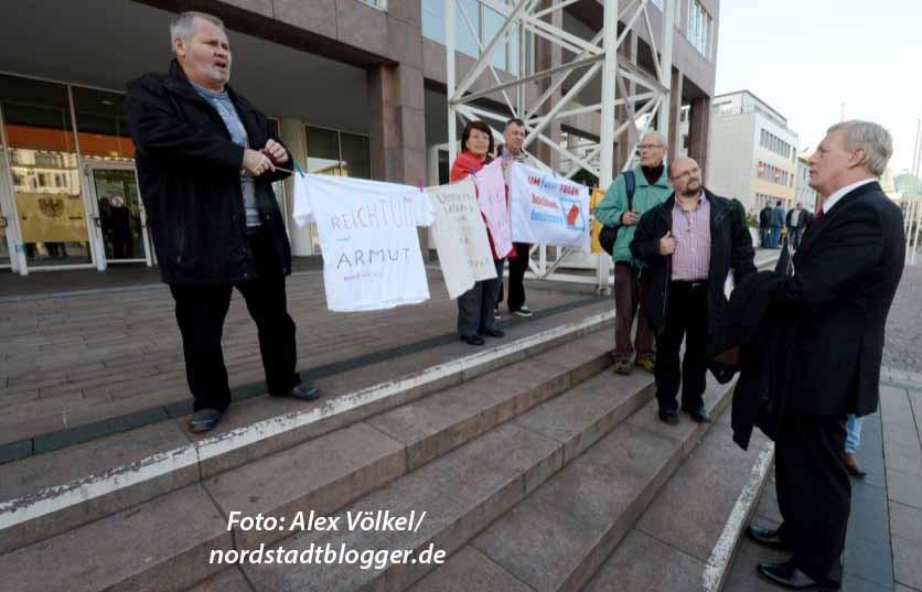 """Die Dortmunder Gruppe des bundesweiten Bündnisses """"Umfairteilen"""" fordert eine gerechtere Lastenverteilung."""