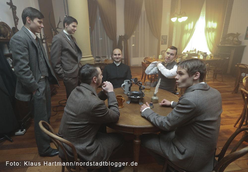 Letzte Dreharbeiten zum Film: Am Borsigplatz geboren, Franz Jacobi und die Wiege des BVB am Originalschauplatz. Schauspieler und Komparsen warten auf ihren Einsatz