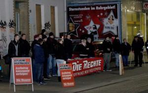 Neonazis protestierten gegen Flüchtlinge.
