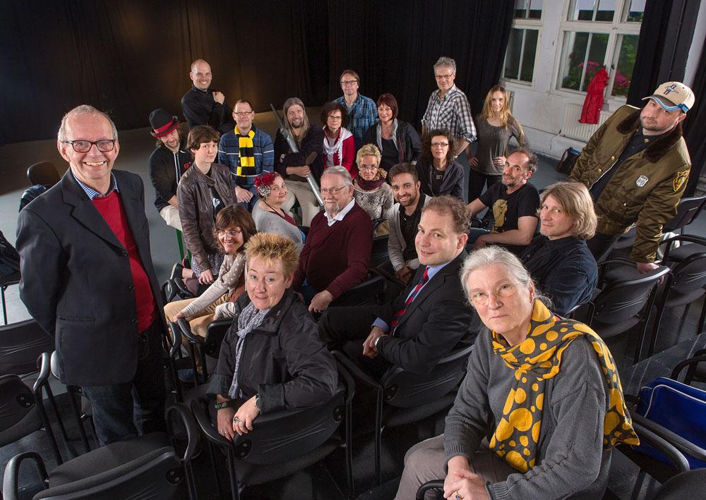 Die Mitglieder der Kulturmeile Nordstadt im Roto-Theater. aus dem Fotobuch Wir: Echt Nordstadt! Foto: Klaus Hartmann