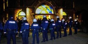 In der Segenskirche fand die Bürgerversammlung über die Einrichtung einer Asylunterkunft in Eving statt,, die von Neonazis gestört wurde.