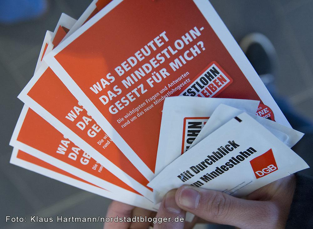 DGB Dortmund informiert im Hauptbahnhof über den Mindestlohn