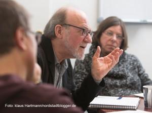 Koordinierungsstelle für Vielfalt, Toleranz und Demokratie im Rathaus Dortmund. Hartmut Anders-Hoepgen, mitte, Birgit Miemitz, rechts