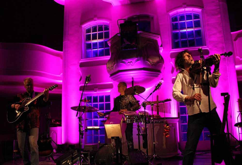 Lichtkünstler Jörg Rost verspricht eine individuell komponierte Illumination des Konzertes in der Pauluskirche.