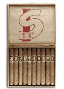 Zigarrenkiste zum 100-jährigen Jubiläum der Sozialistischen Internationale 1964 mit den Porträts von (v.l.) Marx, Engels, Adler, Jaures, Bebel, Branting, Troelstra, Hardie, De Paepe und Bakunin. Foto: IISH Amsterdam