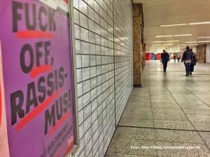 Rund 60 Plakate gegen Rechtsextremismus hat der DGB im Hauptbahnhof aufhängen lassen.