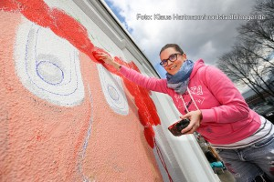 Mauer Galerie, Streetart 2015 in der Weißenburger Straße am Kraftwerk. Sandra Steinfort mal Hippie-Girls