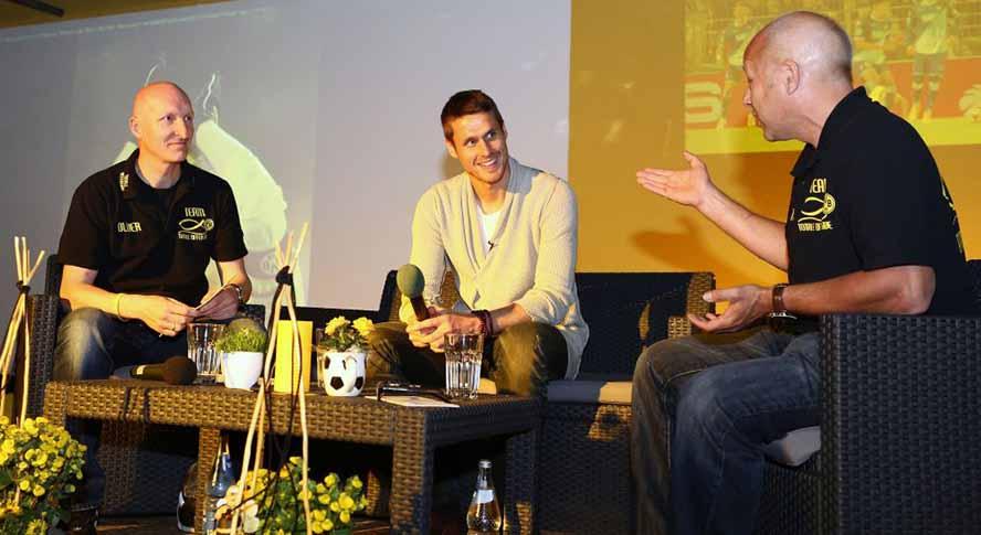 BVB-Profi Sebastian Kehl stand Fans in der Nordstadt Rede und Antwort. Foto: Jimmy Hartwig Scholz/TO