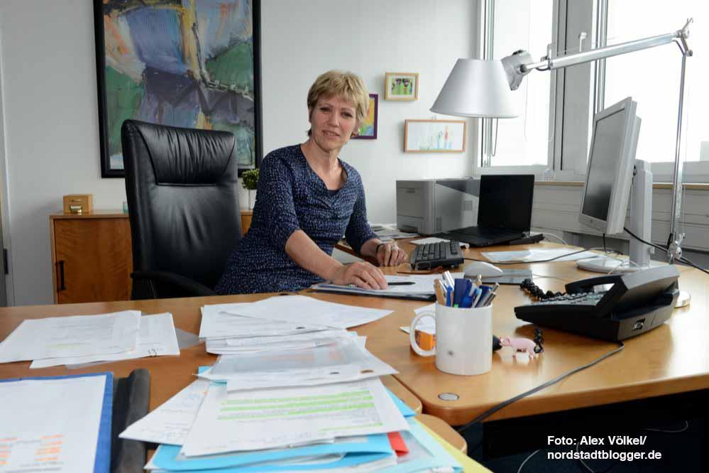Daniela Schneckenburger ist als neue Dezernentin für Schule, Jugend und Familie Chefin von mehr als 2300 Beschäftigten.