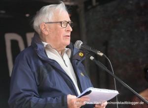 Fest zum Tag der Befreiung vor 70 Jahren auf der Münsterstraße. Ernst Söder, Vorsitzender des Fördervereins Steinwache/Internationales Rombergpark-Komitee