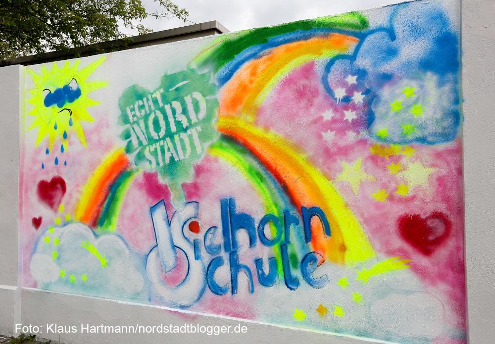 """Preisverleihung des Streetart Mauerprojektes 2015. Sonderpreis: Mittendrin und echt dabei"""", Kielhorn-Schule"""