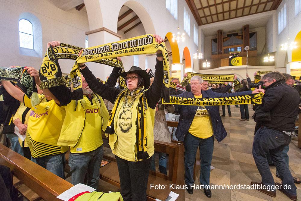 """Buchvorstellung und BVB - Fans feiern vier Tage vor dem Pokalfinale unter dem Motto """"Auf dem Weg nach Berlin - Wir lassen nichts unversucht"""" einen ökumenischen Gottesdienst. anschließend zogen die Fans zum Borsigplatz"""
