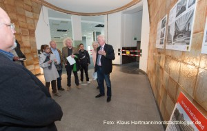 Sanierungsbeginn des ehemaligen AOK-Gebäudes. Oberbürgermeister Ulli Sierau erklärt die Maßnahme