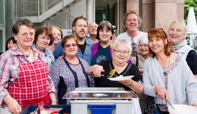 Als Zeichen gegen die Armut lädt die Kana Suppenküche am Samstag zum Mittagessen am Rathaus ein. Foto: BODO