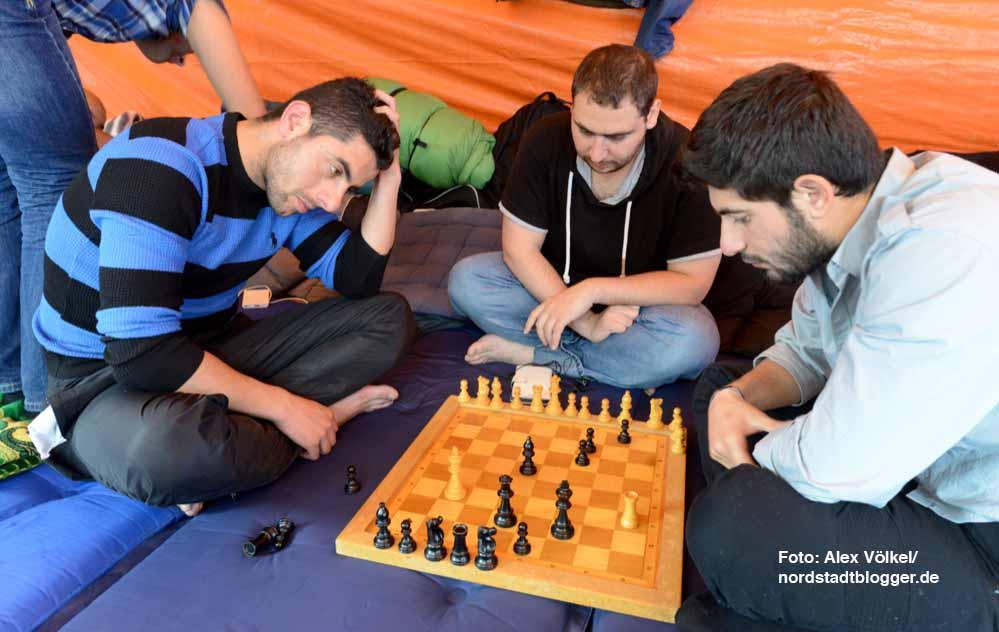 Zermürbend: Seit teilweise acht Monaten warten die Syrer auf die Bearbeitung ihrer Asylanträge.