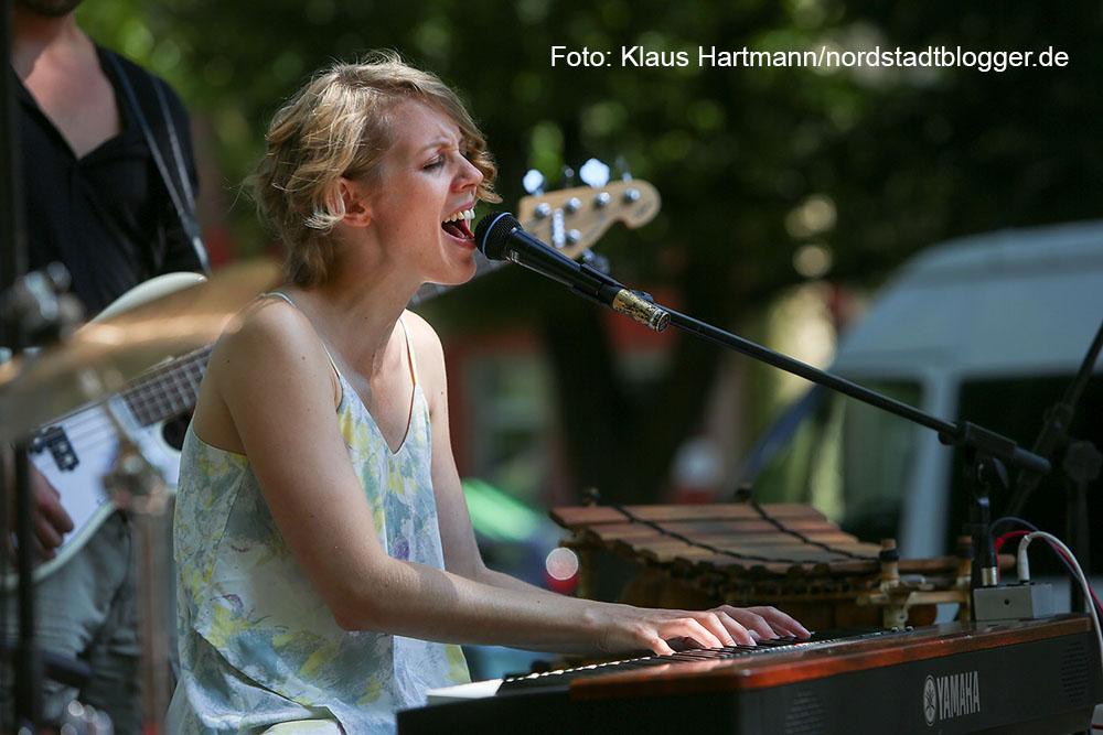 Zweite Ausgabe der Veranstaltungsreihe Musik.Kultur.Picknick 2015 auf dem Nordmarkt mit Lena Danai und The Day. Lena Danai und Band