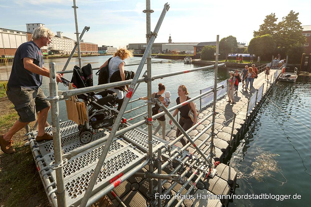 Hafenspaziergang 2015. Die Pontonbrücke