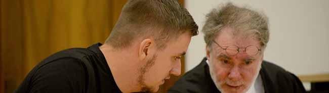 Rathaussturm: Neonazi entging bei seiner zwölften Verurteilung knapp einer Haftstrafe wegen Körperverletzung