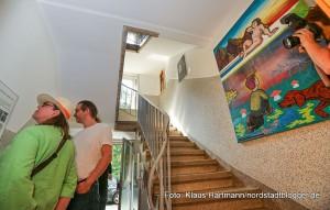 Hafenspaziergang 2015. Im Schmetterlingshaus: Mieter des Hauses präsentieren ihre Hausflurausstellung mit Fotografien von Pascal Nordmann und Bildern