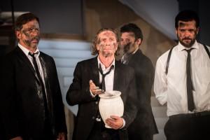 Sebastian Kuschmann, Uwe Schmieder, Björn Gabriel und Christoph Jöde. Foto: Nick Jaussi/TheaterDo