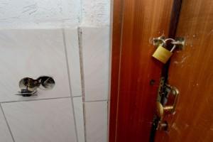 Es gibt viele bauliche Mängel im Haus, für die die Mieter keine Verantwortung tragen.