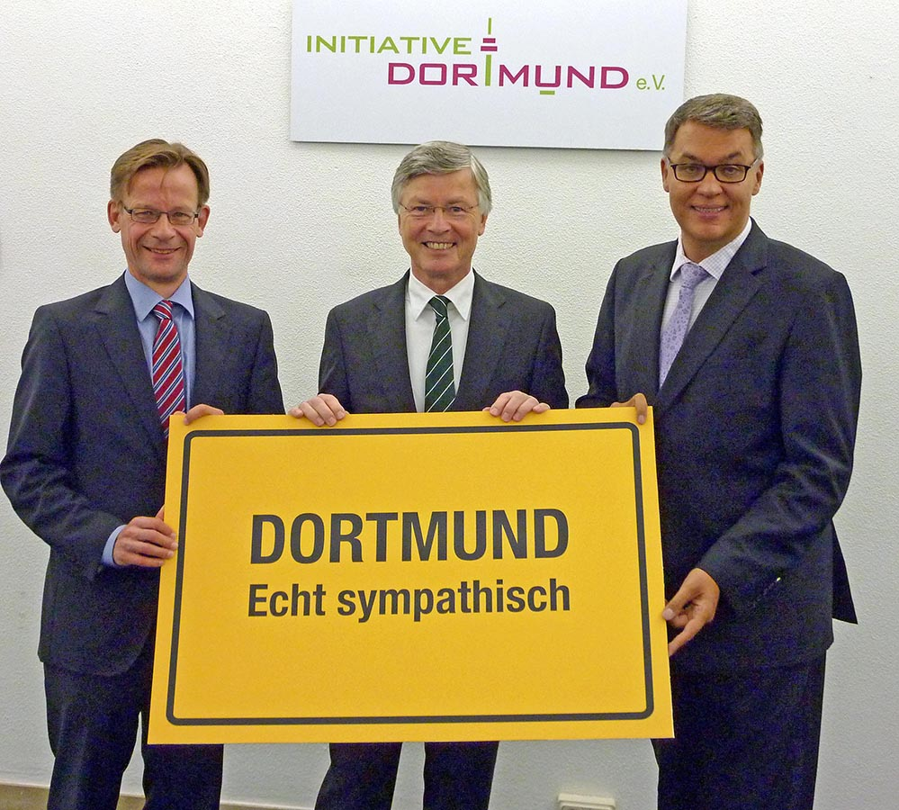 Präsentierten das Umfrageergebnis: Dr. Ansgar Fendel und René Scheer (Initiative Dortmund e.V.) mit Thomas Westphal von der Wirtschaftsförderung. Foto: Joachim vom Brocke