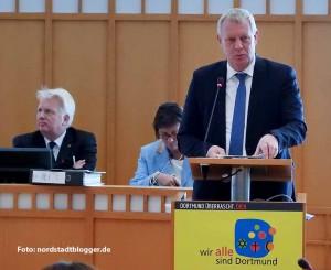 Kämmerer Jörg Stüdemann brachte den Haushaltsentwurf in den Rat ein.