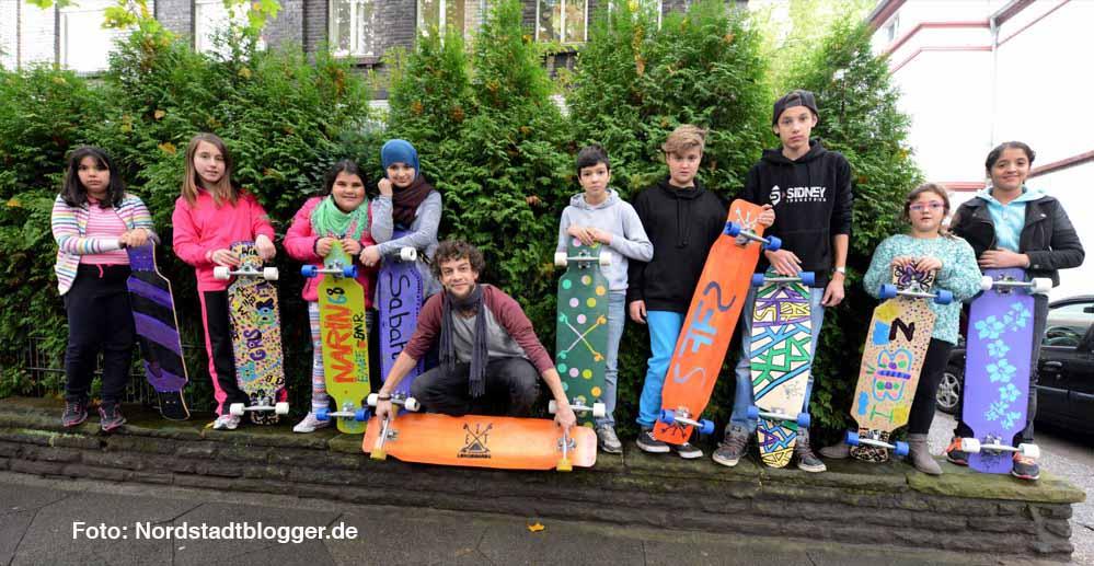 Mädchen und Jungen aus der Nordstadt haben ihre eigenen Langboards gebaut und gestaltet.