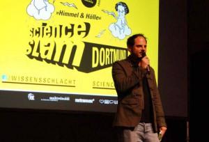 Rainer Holl moderierte den Science-Slam.