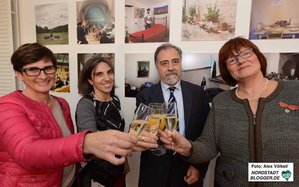 Geburtstagsfeier: Anstoßen auf fünf Jahre Italienverein.