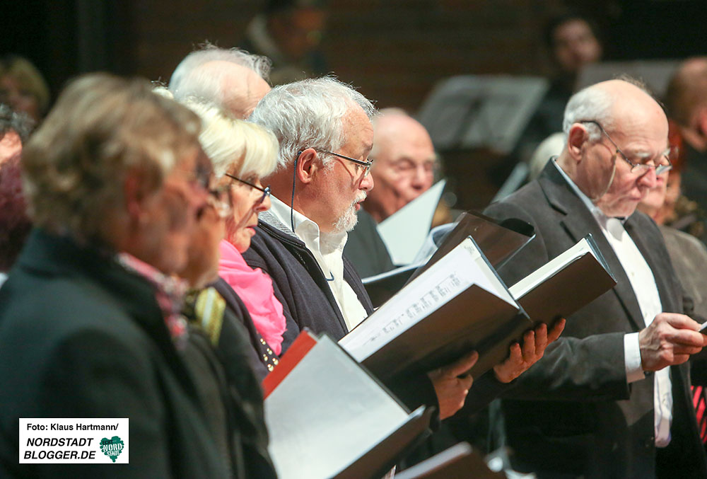 Musik im Advent im Dietrich-Keuning-Haus. Elternchor des Helmholtz-Gymnasiums unter der Leitung Barbara Scholz