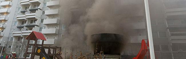UPDATE: Brände im Hannibal-Komplex halten die Bewohner und 160 Feuerwehrleute über sechs Stunden in Atem