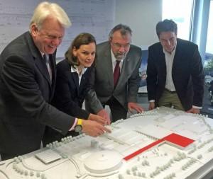 Ullrich Sierau, Sabine Loos, Friedhelm Sohn, und Architekt Matthias Faber. Foto: J.v.Brocke