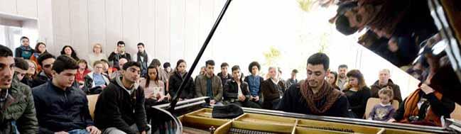 Der Klavierspieler von Jarmuk: Ein herzzerreißender musikalischer Kampf gegen Hoffnungslosigkeit und ISIS