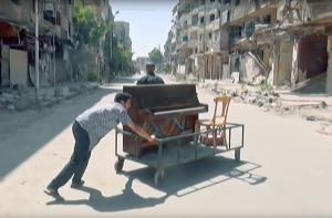 Aeham Achmed hat für die Menschen im zerstörten Flüchtlingslager von Jarmuk gespielt.