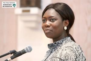 Vortrag und Diskussion: Fluchtursachen von jungen Afrikanern in der Auslandsgesellschaft. Moderatorin Karin Herzog, Verein junger Deutsch-Afrikaner