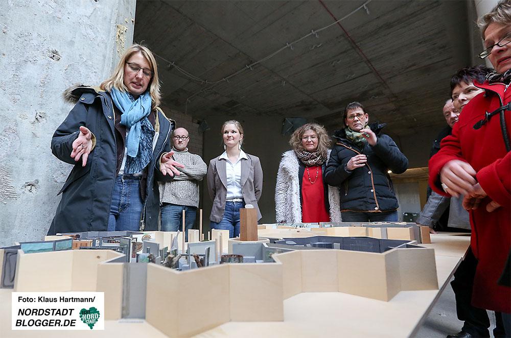 Mitglieder der SPD-Fraktion im Kulturausschuss machen sich Bild vom Stand der Bauarbeiten im Naturkundemuseum. Museumsdirektorin Dr. Dr. Elke Möllmann