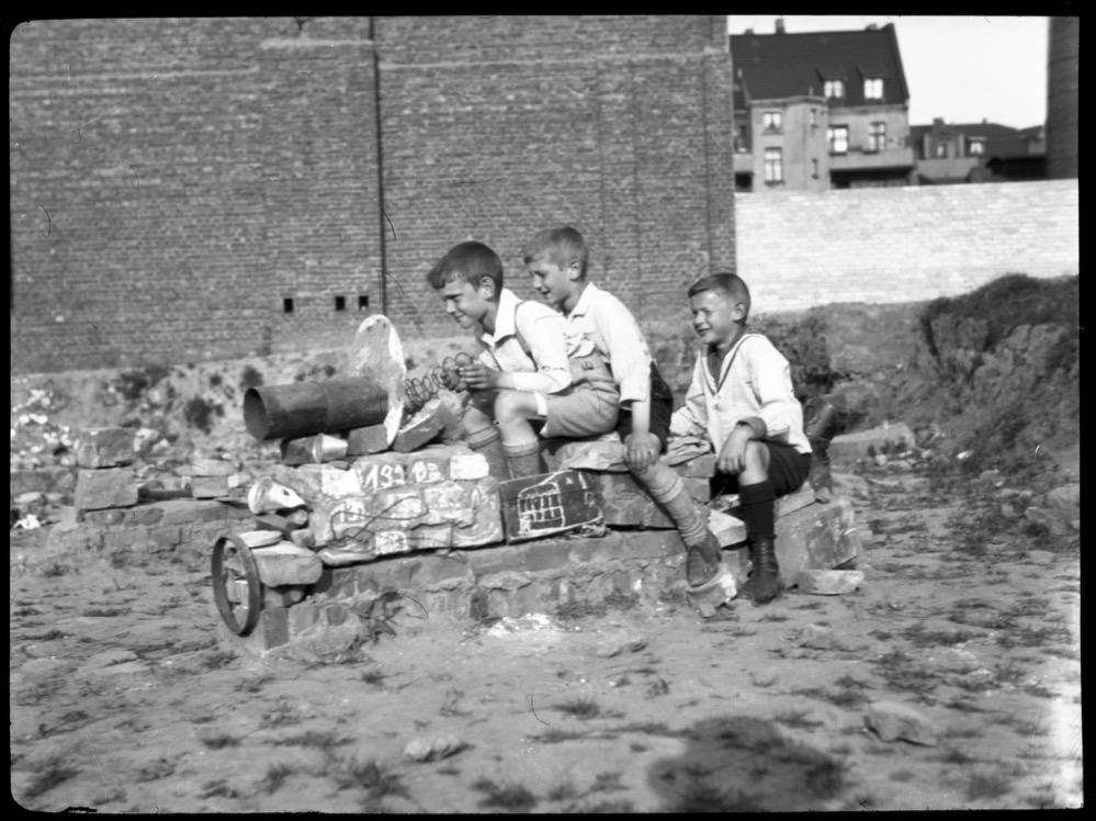 Auf einem selbstgebauten Panzer, 1928 – 1933