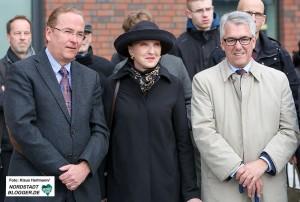 Einweihung der Benno Elkan-Allee am Dortmunder U. Benno Elkan Enkelin Beryn Hammil, mitte, mit Begleitern. Links Präsident der AGNRW, Klaus Wegener
