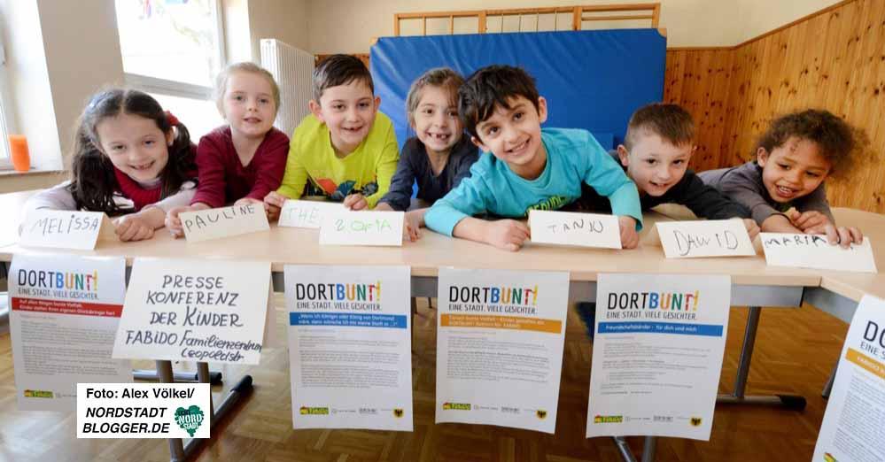 """Kinder aus der FABIDO-Kita Leopoldstraße machen Werbung für """"DORTBUNT - eine Stadt, viele Gesichter""""."""